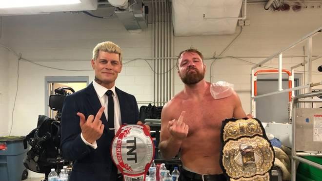 Cody Rhodes (l., mit Jon Moxley) ist Schlüsselfigur bei WWE-Rivale AEW