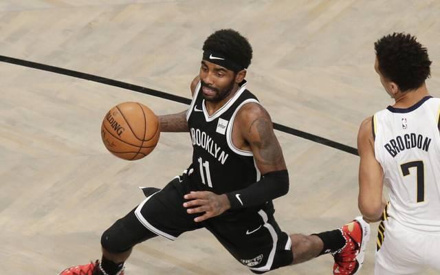 Kyrie Irving (l.) zeigte bei den Brooklyn Nets beim Sieg über die Boston Celtics erneut eine Gala-Vorstellung