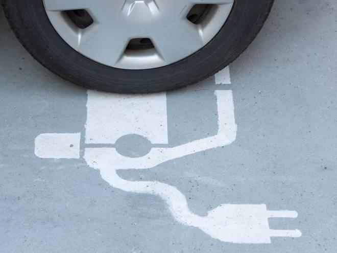 Stecker aus zweiter Hand: Wer ein gebrauchtes E-Auto kaufen will, muss vor allem auf den Zustand des Akkus achten