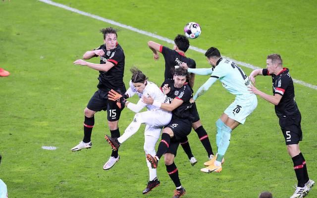Leverkusen setzte sich im Hinspiel 4:3 gegen Gladbach durch