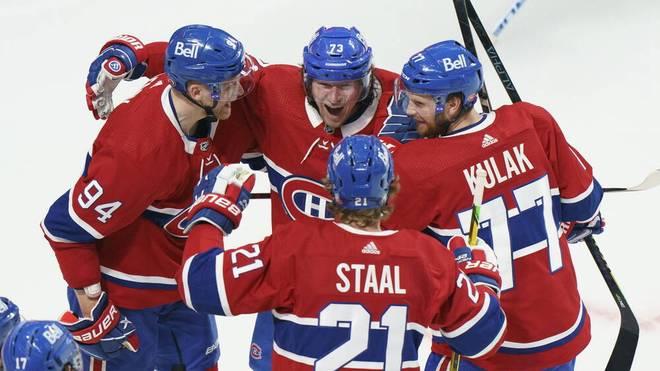 Die Montreal Canadiens feiern ihren Sieg gegen die Winnipeg Jets, in Montreal, Monday, June 7, 2021. Tyler Toffoli Corey Perry Eric Staal Brett Kulak PUBLICATIONxINxGERxSUIxAUTxONLY - ZUMAc35_ 20210607_zaf_c35_093 Copyright: xPaulxChiassonx