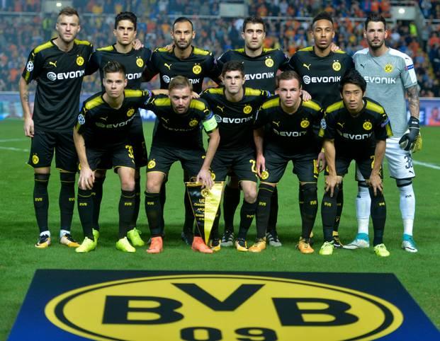 Nach der ersten Niederlage in der Bundesliga gegen Leipzig blamiert sich der BVB auf Zypern gegen Nikosia. Nach dem 1:1-Unentschieden ist Dortmund so gut wie draußen. Die BVB-Spieler in der SPORT1-Einzelkritik