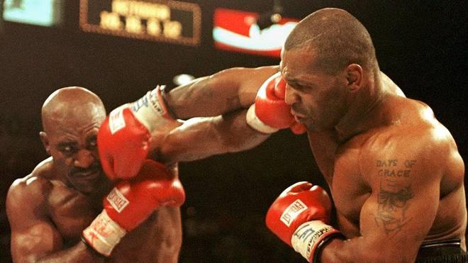 Evander Holyfield (l.) und Mike Tyson duellierten sich bereits zwei Mal