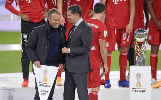 Christian Seifert (m.) fordert unter anderem die Bundesliga-Klubs zum Sparen auf