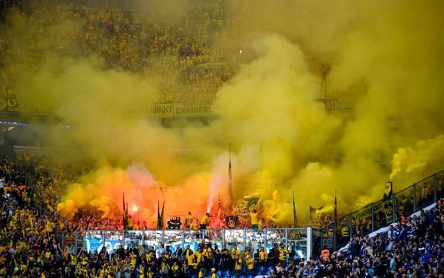 Beim Revier-Derby in Gelsenkirchen benahmen sich Anhänger des BVB daneben
