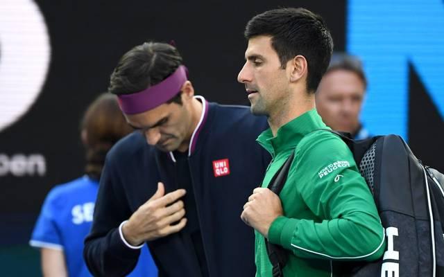 Roger Federer (l.) und Novak Djokovic greifen für den Kampf gegen Corona tief in die Tasche