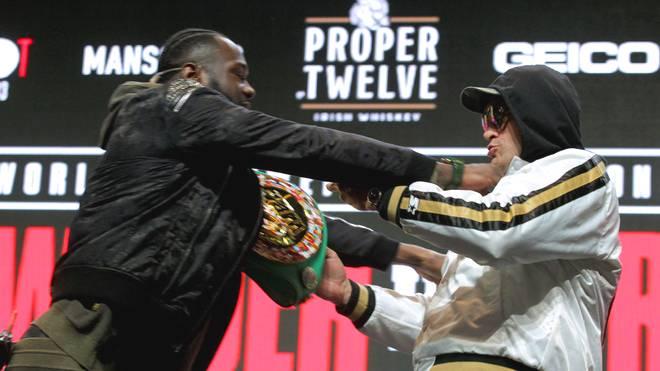 Deontay Wilder (l.) und Tyson Fury gerieten auf der Pressekonferenz aneinander