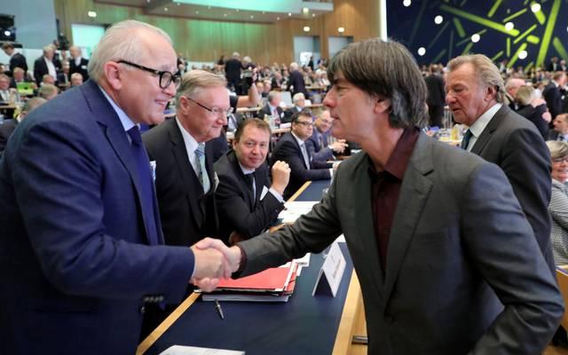 Fritz Keller beim Bundestag mit Bundestrainer Joachim Löw