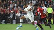 Paris Saint-Germain's French forward Kylian Mbappe (L) vies with Rennes' French midfielder Eduardo Camavinga during the French L1 Football match between Rennes (SRFC) and Paris Saint-Germain (PSG), on August 18, 2019, at the Roazhon Park, in Rennes, northwestern France. (Photo by JEAN-FRANCOIS MONIER / AFP)        (Photo credit should read JEAN-FRANCOIS MONIER/AFP via Getty Images)