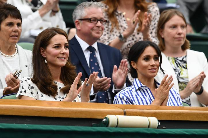 Royaler Applaus für die Tennis-Giganten: Die Herzoginnen Kate (l.) und Meghan verfolgen ohne Männeranhang den Turnier-Samstag in Wimbledon. Meghan ist mit Serena Williams eng befreundet, Kate ist offizielle Schirmherrin des prestigeträchtigen Tennis-Turniers