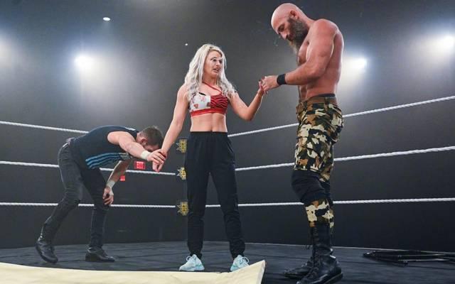 Candice LeRae sorgte für eine neue Wendung der Fehde zwischen Johnny Gargano (l.) und Tommaso Ciampa