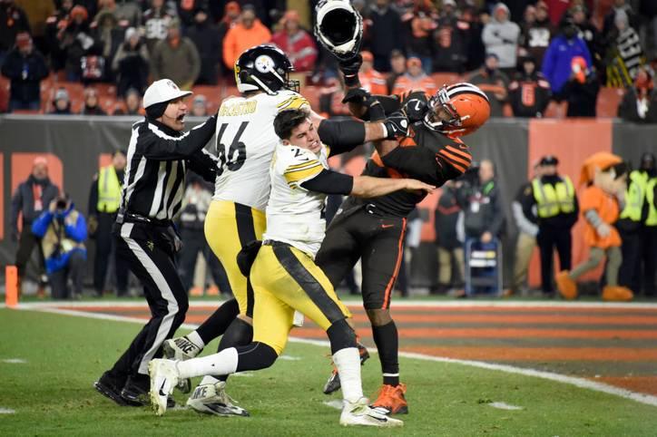 So etwas hat es in 100 Jahren NFL noch nie gegeben. Im Thursday Night Game gegen die Pittsburgh Steelers brennen bei Myles Garrett von den Cleveland Browns sämtliche Sicherungen durch