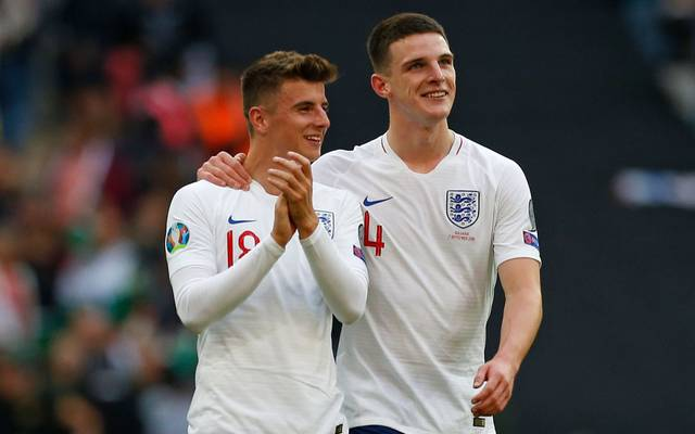 England's midfielder Mason Mount (L) and England's defender Declan Rice applauds the fans following the UEFA Euro 2020 qualifying first round Group A football match between England and Bulgaria at Wembley Stadium in London on September 7, 2019. - England won the match 4-0. (Photo by Ian KINGTON / AFP) / NOT FOR MARKETING OR ADVERTISING USE / RESTRICTED TO EDITORIAL USE        (Photo credit should read IAN KINGTON/AFP via Getty Images)