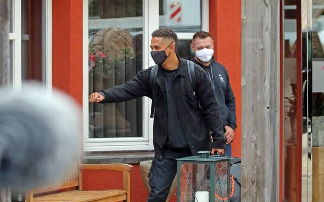 Thilo Kehrer bei der Ankunft der Nationalspieler im Waldhotel in Stuttgart