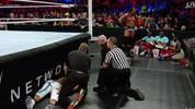 Enzo Amore verletzte sich bei WWE Payback bei einem Ringunfall