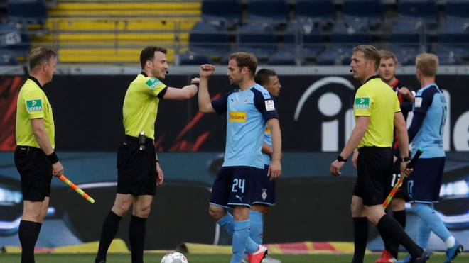 """Die Profis hatten laut Schiri-Boss Fröhlich """"mehr Respekt"""" vor den Schiedsrichtern"""