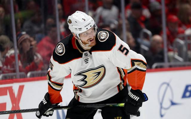 Korbinian Holzer läuft bereits seit 2015 für die Anaheim Ducks als Verteidiger auf