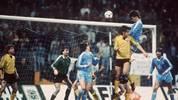 """Vor 34 Jahren war Bayer Uerdingen im Viertelfinal-Rückspiel des damaligen Euopapokal der Pokalsieger gegen Dynamo Dresden nach 45 Minuten schon so gut wie draußen. Es folgte eines der irrsten Spiele der Europapokalgeschichte. Doch wo reiht sich dieses """"Wunder von Grotenburg"""" ein? SPORT1 zeigt die größten Europapokalwunder mit deutscher Beteiligung."""