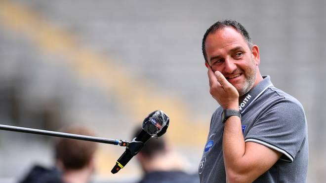 Heidenheims Trainer Frank Schmidt blickt gespannt auf die Releagtion