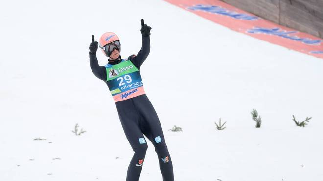 Karl Geiger gewann nach Gold bei der Skiflug-WM auch noch den Skiflug-Gesamtweltcup
