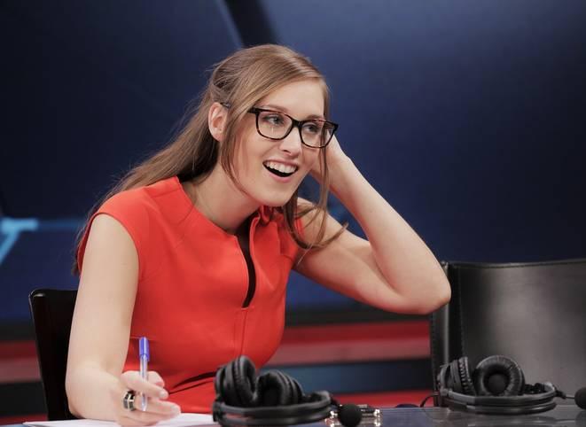 Moderatorin Sjokz führte auch in der ersten Woche der EU LCS durch die Sendung