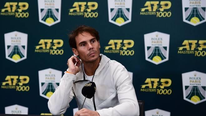 Rafael Nadal gibt auf einer Pressekonferenz seinen Rückzug bekannt