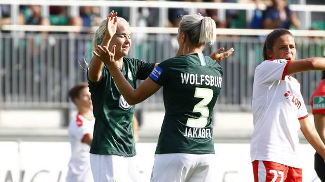 Pernille Harder (l.) Zsanett Jakabfi waren maßgeblich am nächsten Sieg des Vfl Wolfsburg beteiligt