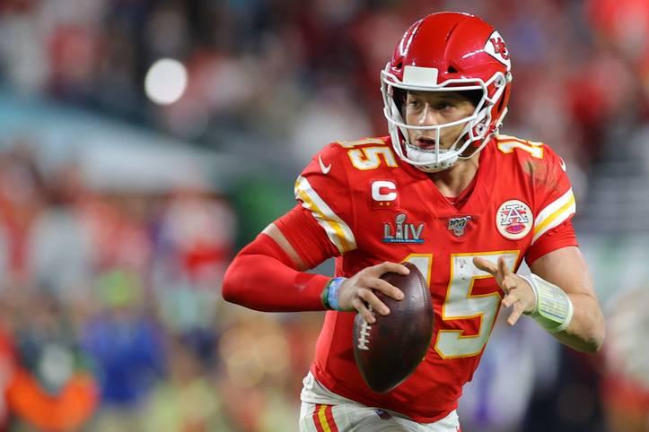 Bei den Fans der Kansas City Chiefs ging die Angst um, als EA Sports im April 2019 bekannt gab, dass Quarterback Patrick Mahomes das Cover von Madden 20 ziert. Denn in der Vergangenheit ereilte Spieler, die das Titelbild schmückten, häufig der Madden-Fluch