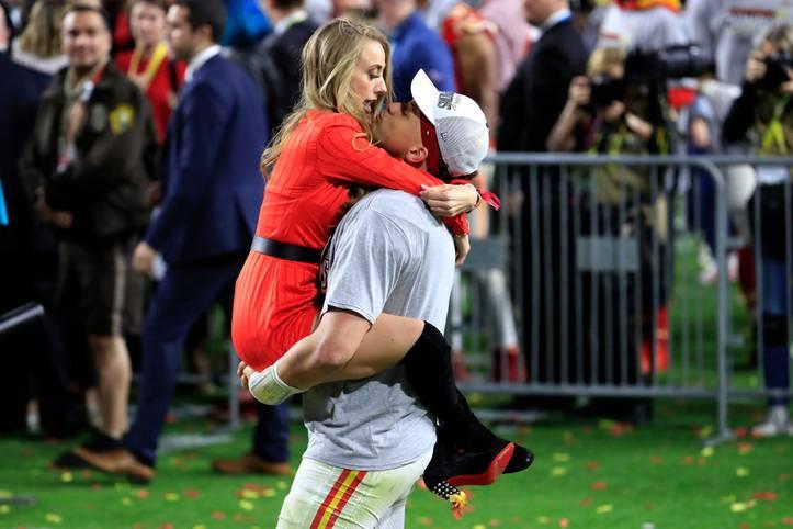 Patrick Mahomes ist am Ziel seiner Träume. Der 24-Jährige von den Kansas City Chiefs feiert den Triumph im Super Bowl gemeinsam mit seiner Freundin Brittany Matthews
