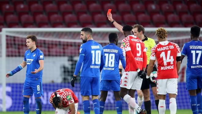Hoffenheims Dennis Geiger sah nach einem harten Foul die Rote Karte