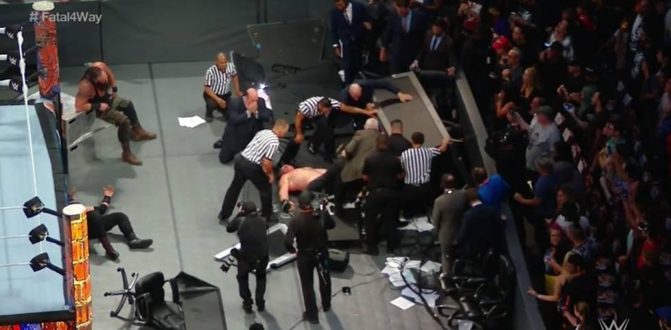 Ein chaotischer Hauptkampf, spektakuläre Einmärsche und Promi-Fans mit Hasenohren: SPORT1 zeigt die Bilder des Showkampf-Spektakels WWE SummerSlam im Brooklyner Barclays Center