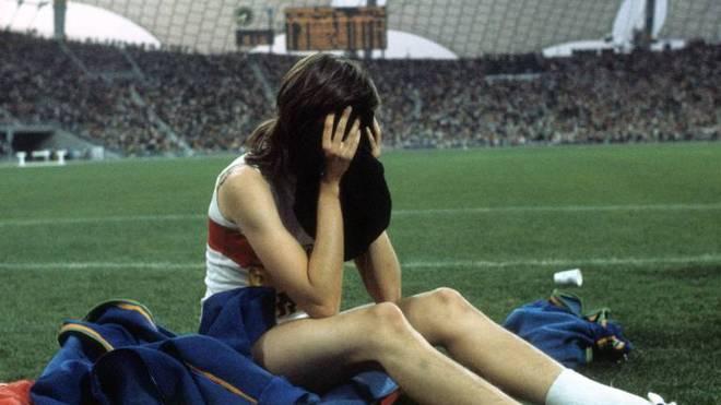 Ulrike Meyfarth nach ihrem Olympiasieg in München 1972