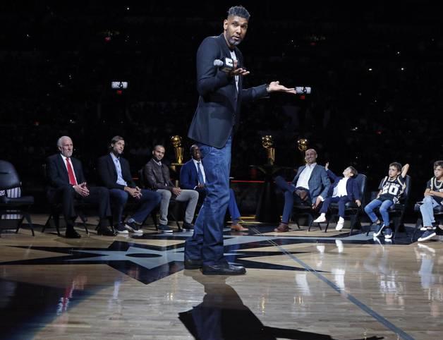 """Tim Duncan kehrt zu den San Antonio Spurs zurück und wird Co-Trainer von Gregg Popovich. """"Es ist nur angemessen, nachdem ich 19 Jahre loyal als Assistent von Tim Duncan gedient habe, dass er sich jetzt revanchiert"""", kommentierte Popovich mit seinem gewohnt staubtrockenen Humor die Verpflichtung"""