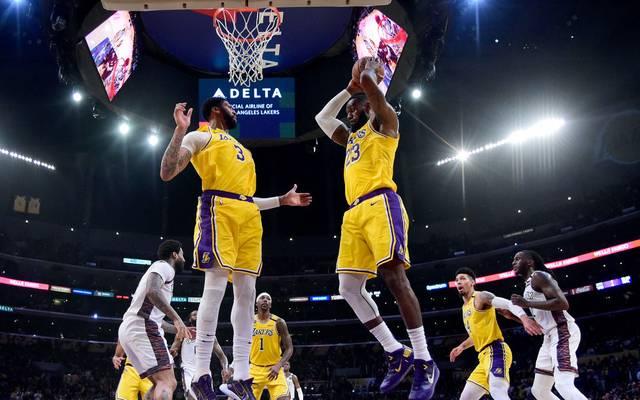 Die NBA-Stars (im Bild LeBron James und Anthony Davis) verzichten auf einen Teil ihres Gehalts