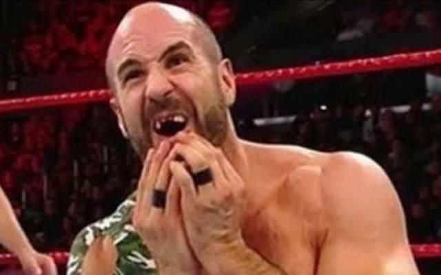 Cesaro rammte sich bei WWE No Mercy 2017 zwei Zähne nach innen
