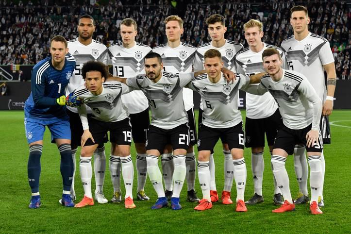 Die stark verjüngte deutsche Nationalmannschaft hat nur teilweise Aufbruchstimmung erzeugt. Das umformierte Team von Bundestrainer Joachim Löw kam gegen Serbien in Wolfsburg nicht über ein 1:1 (0:1) hinaus und muss sich zum Start der EM-Qualifikation am Sonntag in Amsterdam gegen Erzrivale Niederlande steigern. Die SPORT1-Einzelkritik
