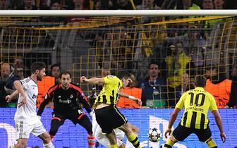 Doch erst noch mal zurück nach Dortmund und Lewandowski: In besonders überragender Manier erzielt der Pole das vorentscheidende 3:1. Mit der Sohle zieht er den Ball um Madrids Pepe herum und hämmert den Ball in die Maschen. Keine Chance für Keeper Diego L