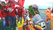 Moto2 - Großer Preis von Valencia 2012: Im letzten Saisonrennen startet WM-Spitzenreiter Marc Marquez vom letzten Platz - und fährt als Erster über die Ziellinie. Damit krönt der Spanier seine bärenstarke Saison, die er als Weltmeister abschließt