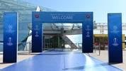 Der blaue Teppich der UEFA in Monaco führt zum Grimaldi Forum, wo Europas Fußballer des Jahres gewählt wird und die Gruppenphase der Champions League ausgelost wird