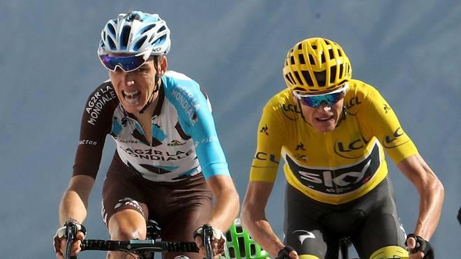 Romain Bardet (l.) wurde bei der Tour 2017 hinter chris Froome (r.) und Rigoberto Uran Dritter