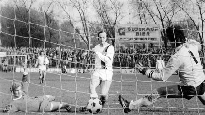 Bielefelds Gerd Roggensack erzielte das einzige Tor im Skandalspiel zwischen Schalke und Arminia