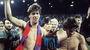 Fußball - Europacup der Pokalsieger 1986, Viertelfinale: Bayer Uerdingen verliert das Hinspiel bei Dynamo Dresden mit 0:2 - und liegt im Rückspiel zu Hause mit 1:3 zur Pause zurück. Für ein Weiterkommen müsste also ein 6:3 her. Uerdingen (im Bild: Wolfgang Funkel und Matthias Herget, v.l.) schießt nach der Pause ein 7:3 heraus...