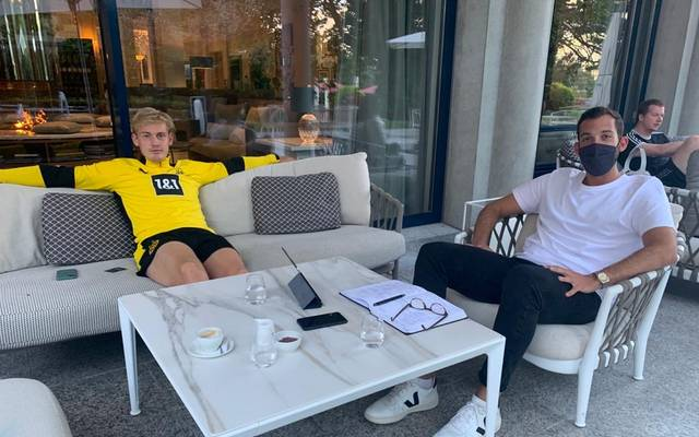 Julian Brandt und SPORT1-Reporter Patrick Berger