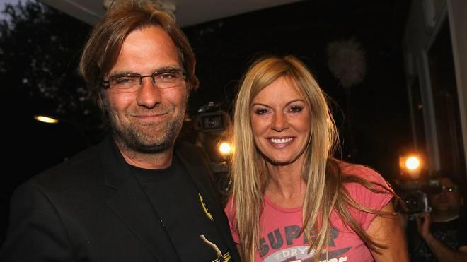 Ehefrau Ulla Klopp schenkte ihrem Mann die Erinnerungsstücke an den Titel 2011