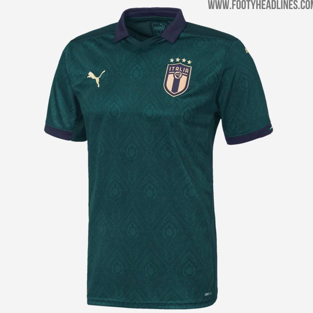 Fussball Italien Prasentiert Neues Trikot Erinnerung An