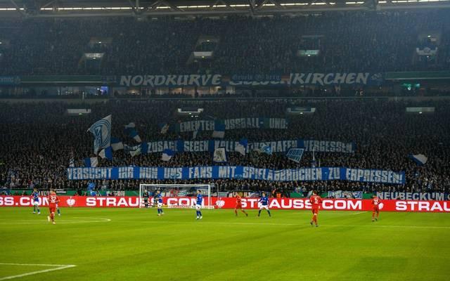 Die Fans des FC Schalke 04 kritisierten den DFB vor dem Pokalspiel gegen den FC Bayern