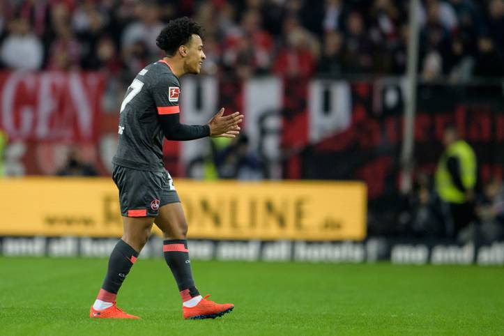 Matheus Pereira fliegt in der Partie des 1. FC Nürnberg bei Fortuna Düsseldorf wegen einer Tätlichkeit früh vom Platz. Der Brasilianer reiht sich damit in die Liste der frühesten Platzverweise aller Zeiten ein. SPORT1 zeigt die Blitz-Rotsünder