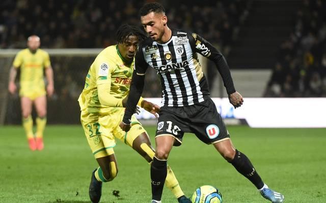 Der SC Freiburg verpflichtet Baptiste Santamaria (r.) vom französischen Erstligisten SCO Angers