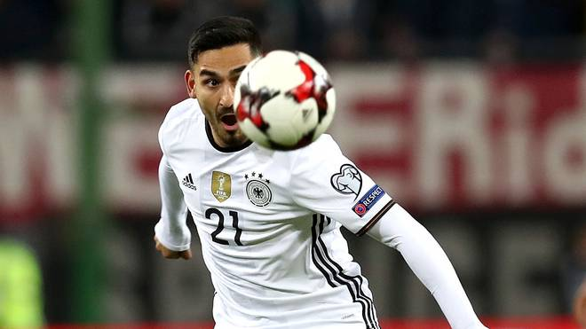 HAMBURG, GERMANY - OCTOBER 08:  Ilkay Guendogan of Germany runs during the 2018 FIFA World Cup Qualifier match between Germany and Czech Republic at Volksparkstadion on October 8, 2016 in Hamburg, Germany.  (Photo by Alexander Hassenstein/Bongarts/Getty Images)