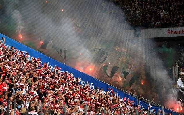 Beim Spiel zwischen Köln und Gladbach wurden Böller gezündet
